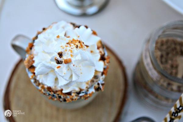 best-creamy-Hot-Cocoa-roamilicious