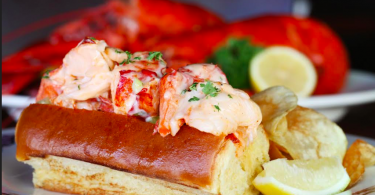 fish-market-lobster-roll-atlanta-roamilicoius
