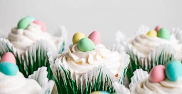 Easter-best-white-cupcakes-roamilicious