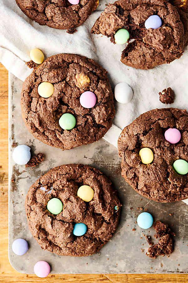Chocolate-Cadbury-Egg-Cookies-roamilicious