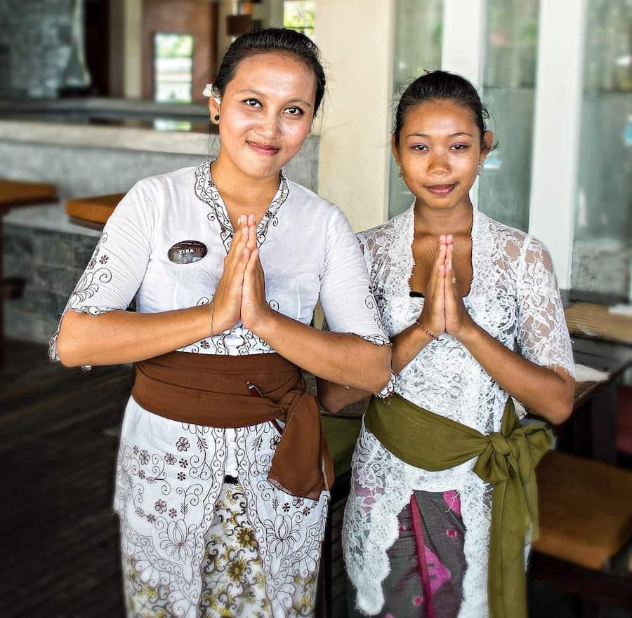 singapore-restaurant-workers-roamilicious