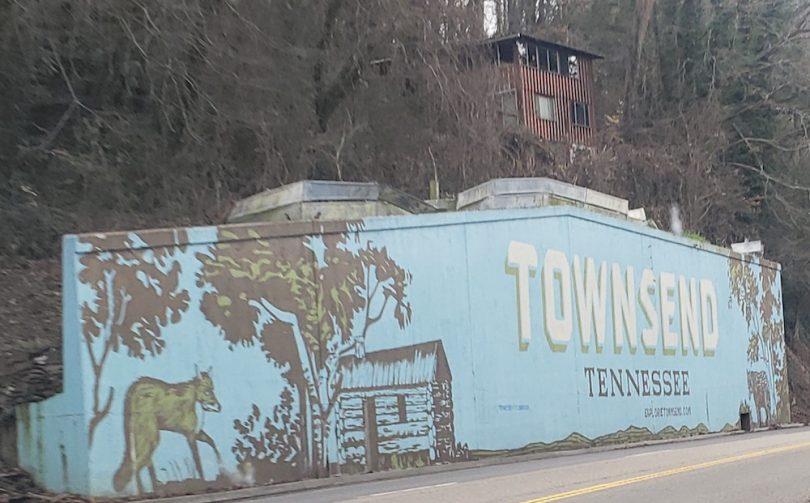 townsend-TN-smoky-mountain-cabin-roamilicious
